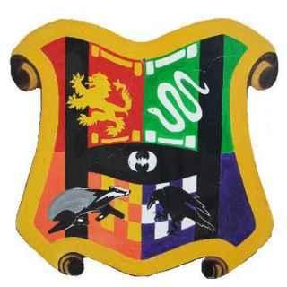 +HAR109 Hogwarts Crest