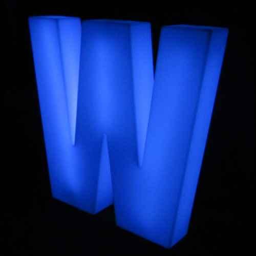 Lumaform letter W