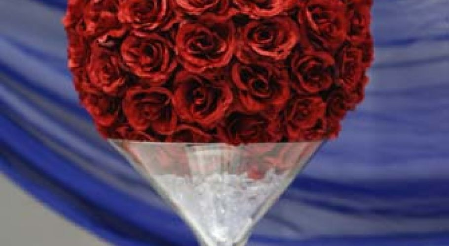 Rose Ball & Martini Glass Table Centre